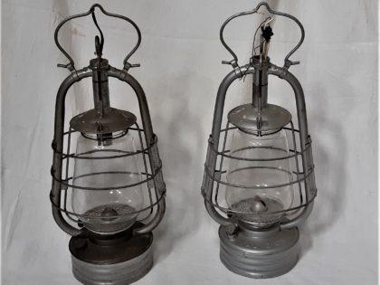 Lot de 2 Ancienne lampe a pétrole tempête